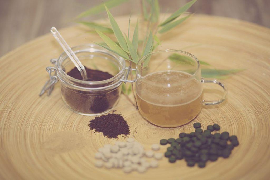 Tees, Dekokte, Kräuter